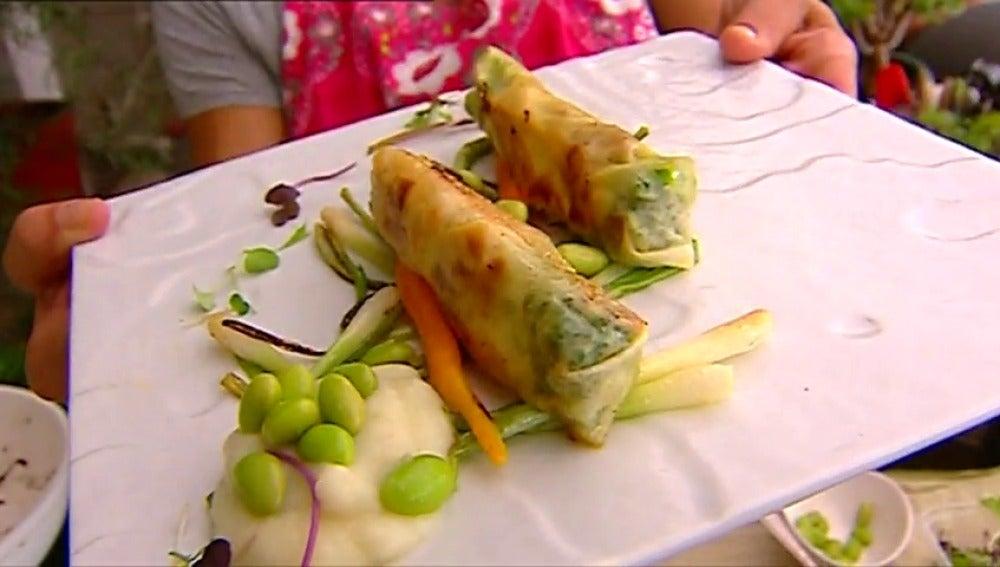 Frame 171.336826 de: Rollitos de pollo con verduras ¡Ideal para que coman los pequeños de la casa!