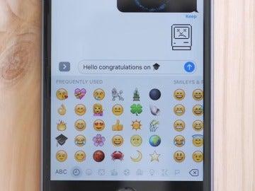Frame 39.676502 de: Los emoticonos, una nueva forma de comunicación