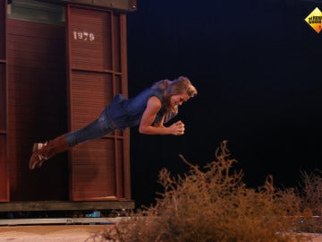 Patricia Montero nos enseña cómo saltar de un tren en marcha