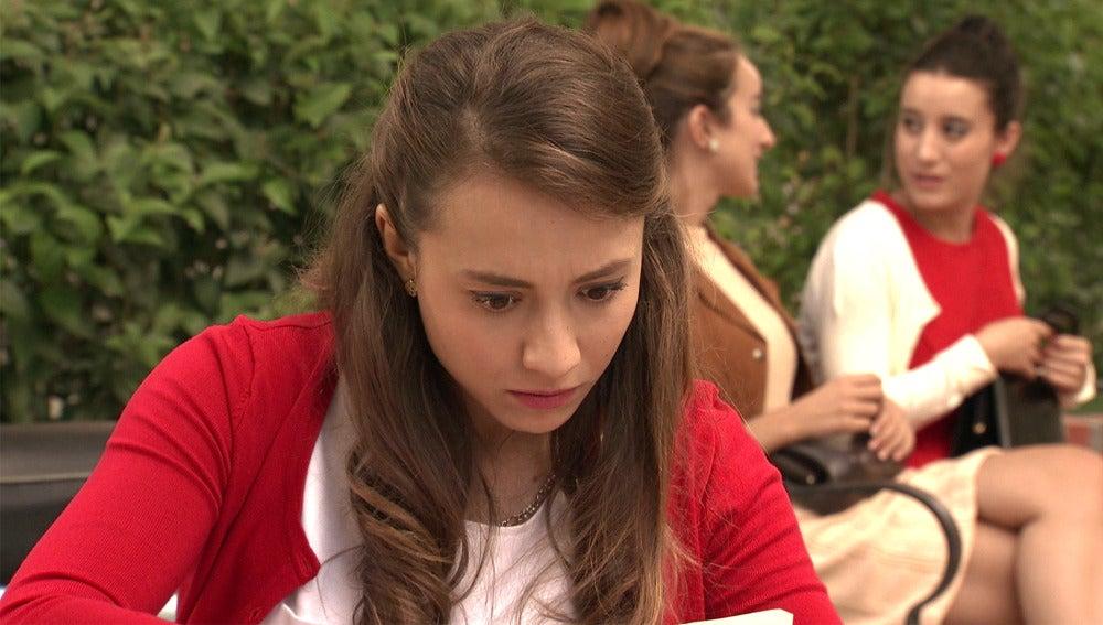 Alba encuentra un panfleto revolucionario ligado a Rafael