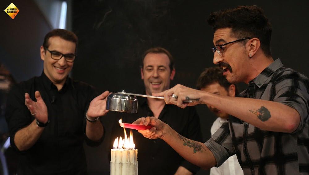 Marron nos enseña a encender velas a distancia