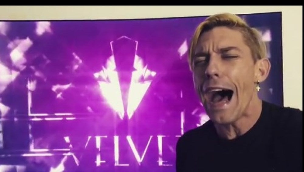 Adrián Lastra interpreta la cabecera de 'Velvet' en 'Spanglish'