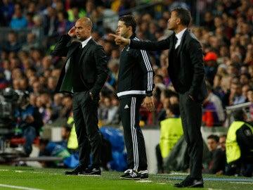 Guardiola y Luis Enrique dan instrucciones desde la banda