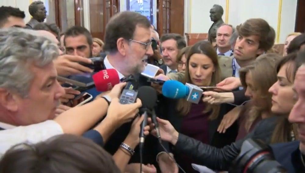 Rajoy se solidariza con Felipe González y solo Podemos justifica el escrache