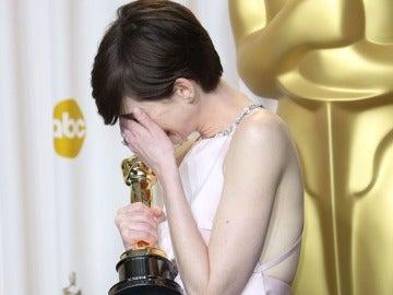 Anne Hathaway tras recibir su Oscar