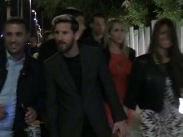 Leo Messi llega a la cena organizada por Luis Suárez