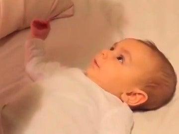 La enternecedora historia del bebé que dice 'te quiero' con solo tres meses