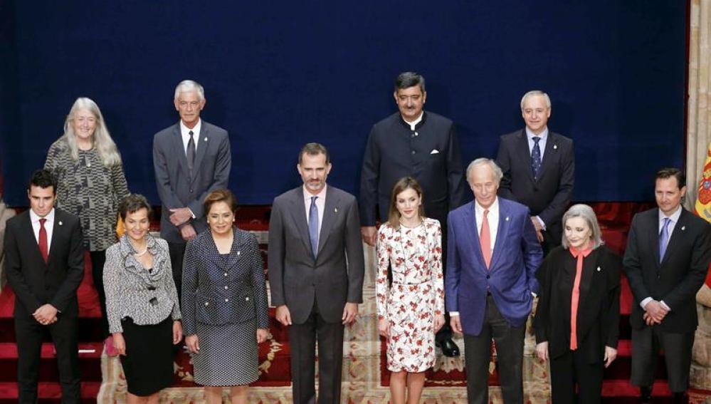 Los Reyes reciben en audiencia en el Hotel de la Reconquista a los galardonados con los Premios Princesa de Asturias