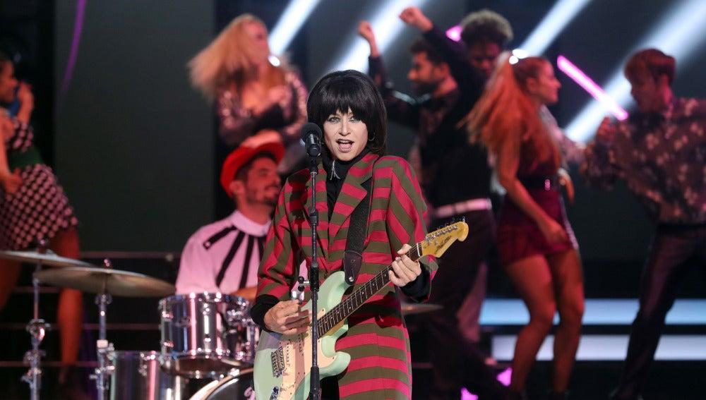 Esther Arroyo se mete en la piel de Chrissie Hynd para interpretar el tema 'Don't get me wrong' de The Pretenders