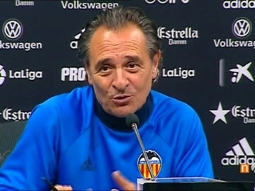 """Frame 32.560326 de: Prandelli: """"Esta noche dormiré muy bien porque no tengo la fórmula para frenar a Messi"""""""
