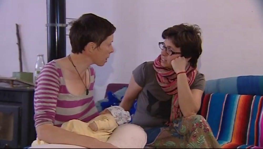 Frame 73.097781 de: El registro civil de Denia, en Alicante, ha rechazado la inscripción de un recién nacido, hijo de dos mujeres.