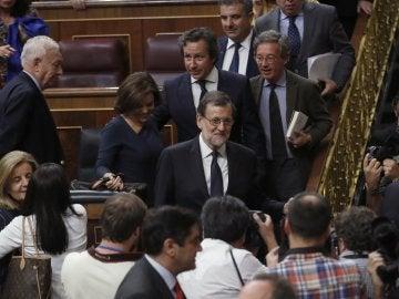 Mariano Rajoy abandona el hemiciclo