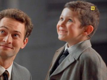 El pequeño Alberto se emociona con la idea de que su madre le diga 'Sí' a Carlos