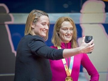 El selfie de Mireia Belmonte junto a su figura de cera