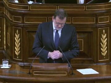 Frame 2.082869 de: Rajoy acusa a Iglesias de convertir el debate de investidura en un debate de Twitter