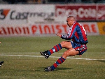 Ronaldo, en su gol al Compostela