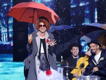 Una actuación pasada por agua de Esther Arroyo como Fairground Attraction en 'Perfect'