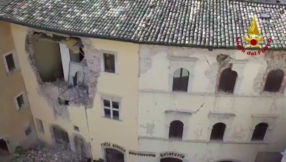 Frame 14.803356 de: La destrucción a vista de dron