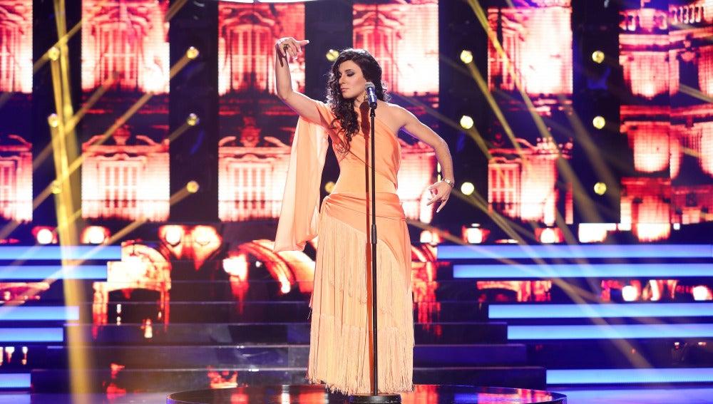 Blas Cantó nos impresiona con su potencia vocal como Diana Navarro en 'Sola'