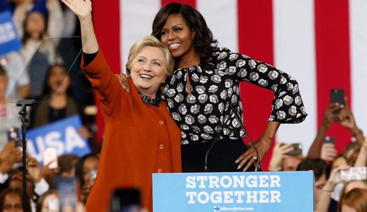 Michelle Obama junto a Hillary Clinton