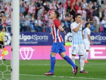 Gameiro celebra uno de sus goles contra el Málaga