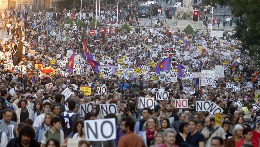 """Miles de personas han participado pacíficamente en la manifestación """"Rodea el Congreso"""""""