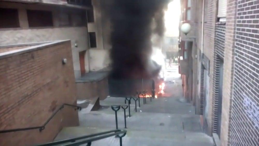Frame 31.671685 de: Decenas de vecinos se han despertado sobresaltados por un incendio en Sestao