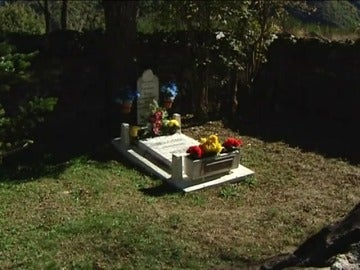 Frame 17.725883 de: En el cementerio más pequeño de España está enterrada una sola persona
