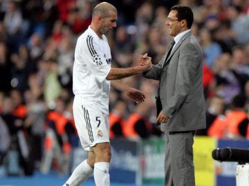 Luxemburgo cambiando a Zidane en un partido del Real Madrid