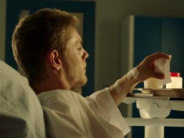 """Fernando recibe una inquietante nota en el hospital: """"Voy a ayudarte a escapar"""""""