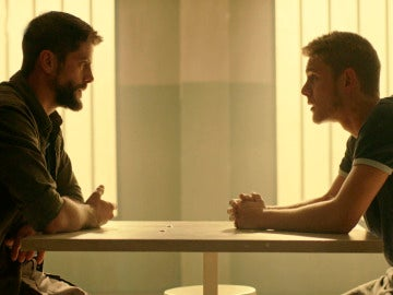 Fernando le confiesa a Salva quién es la autora del blog de asesinos