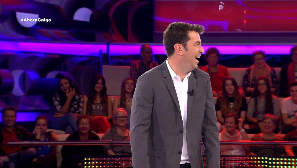 Le cuentan un chiste a Arturo Valls