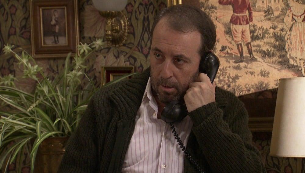 Benito recibe una llamada de amenaza