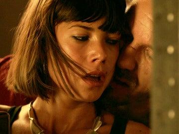 Vlad y Pilar mantienen sexo desenfrenado
