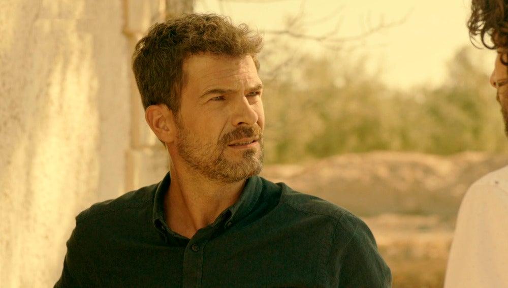 Héctor descubre que Lola acosaba a Marta antes de morir