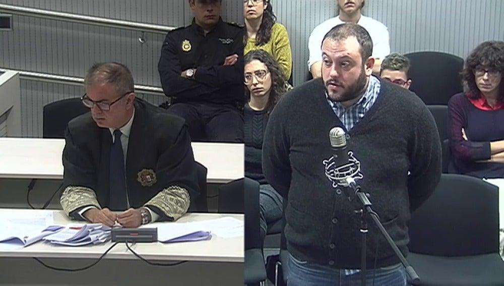 """Frame 2.414199 de: Guillermo Zapata niega que pretendiera ofender con su mensaje: """"quería debatir sobre los límites del humor"""""""
