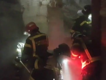 Frame 12.109265 de: Un muerto tras derrumbarse el forjado de un edificio en la calle Lagasca