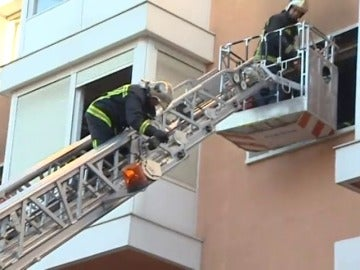 Frame 46.575477 de: Muere un hombre en el incendio en una residencia de ancianos en San Sebastián de los Reyes