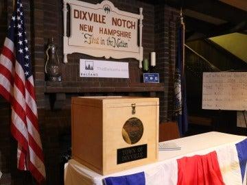 Vista de la urna de votación de la pequeña población de Dixville Notch, New Hampshire (Estados Unidos)
