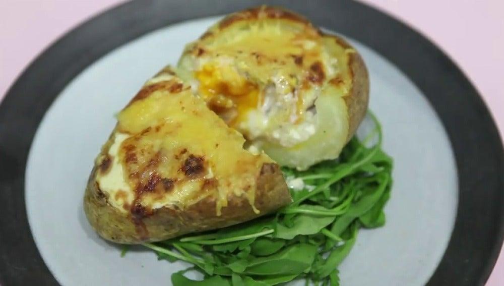 Frame 46.631105 de: Cocinamos una patata rellena en un plis-plas