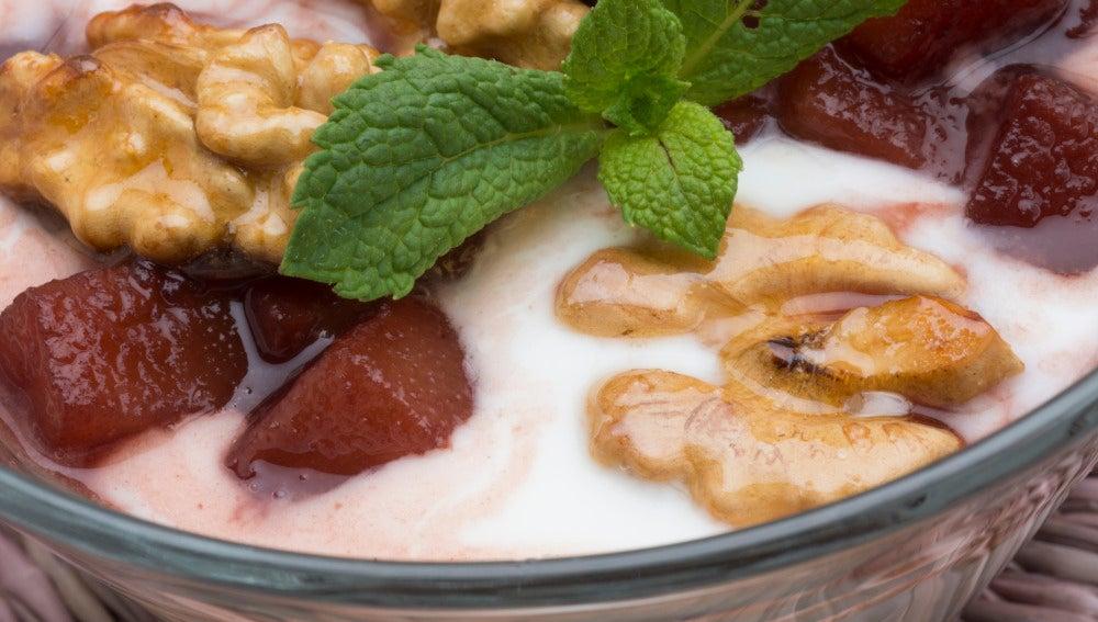 Peras al oporto con yogur.