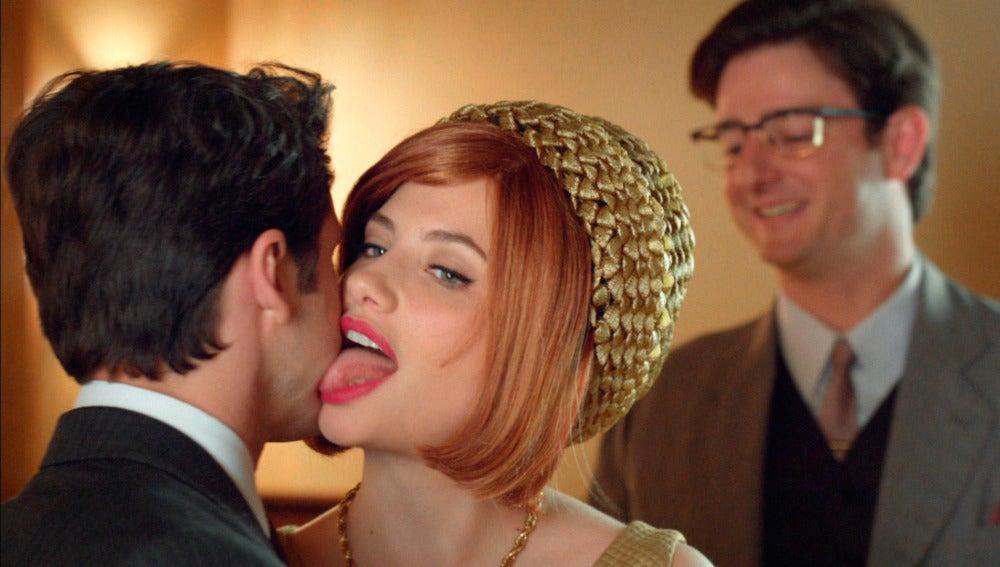 Patricia provoca a Enrique en su juego a dos bandas