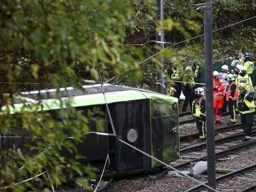 Los servicios de emergencias acuden al lugar del accidente