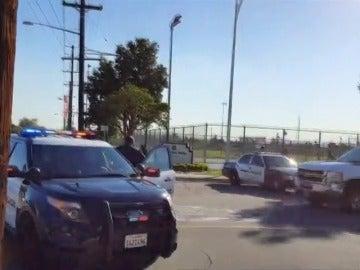 Frame 1.0066 de: Un muerto y varios heridos en un tiroteo cerca de un colegio electoral en California