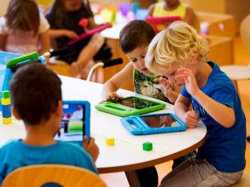 Imagen de un grupo de niños durante una clase en un colegio