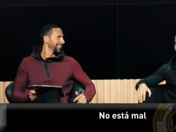Ferdinand, charlando con Cristiano Ronaldo