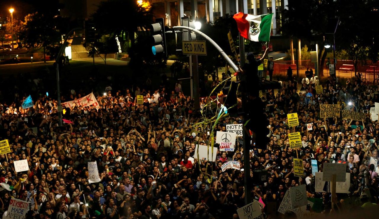 Manifestación en contra de la elección de Donald Trump como presidente, en Los Ángeles