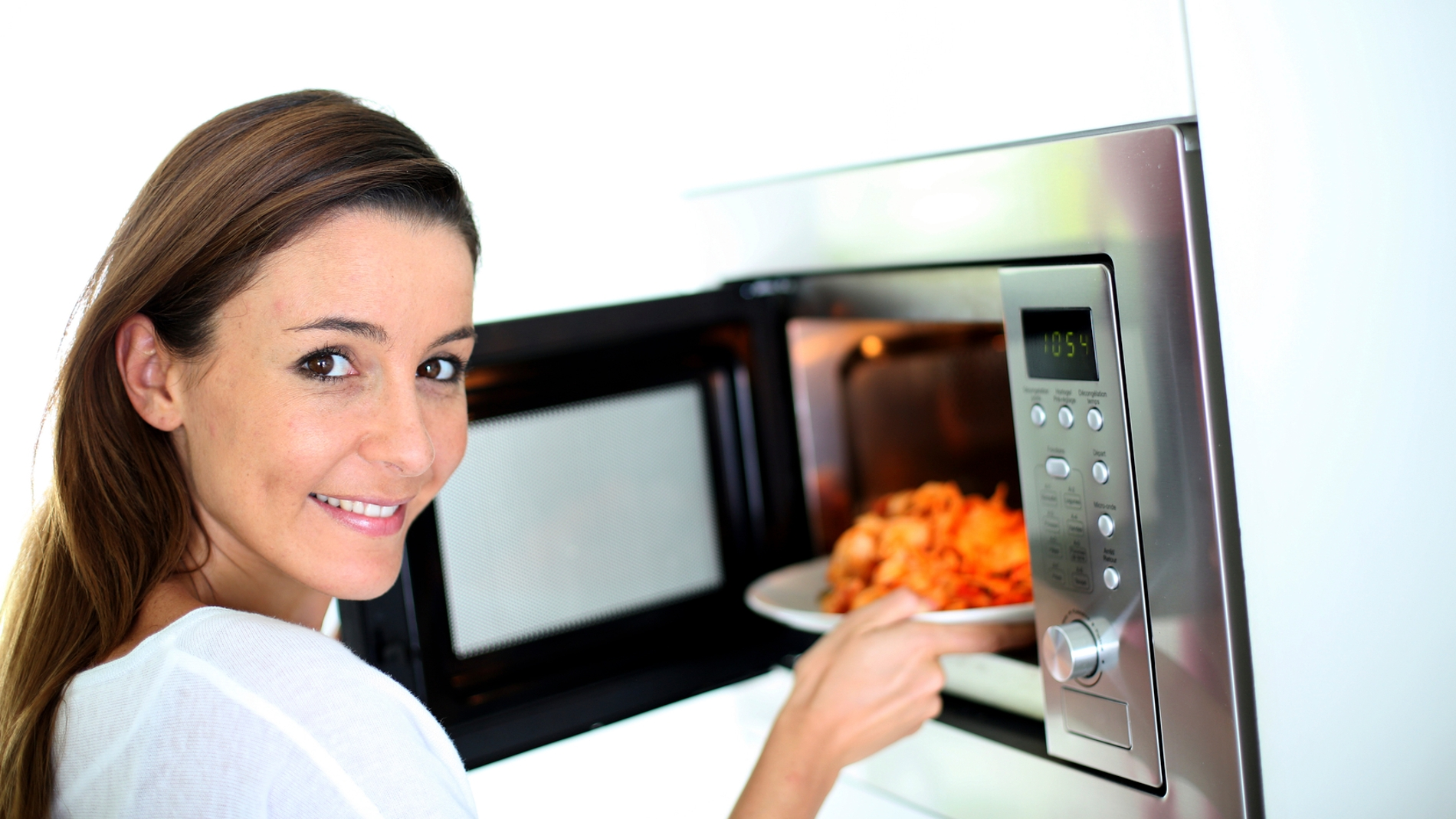Recalentar la comida en el microondas