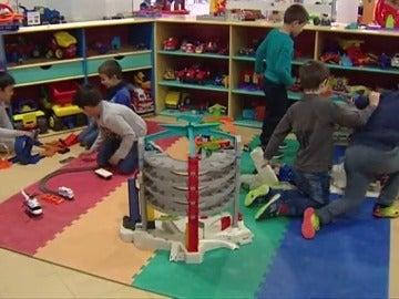 Frame 2.222214 de: Los jugueteros prueban con un grupo de niños los juguetes del futuro