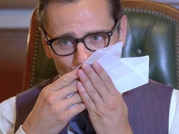 Raúl de la Riva recibe un mensaje lleno de luz en un avión de papel